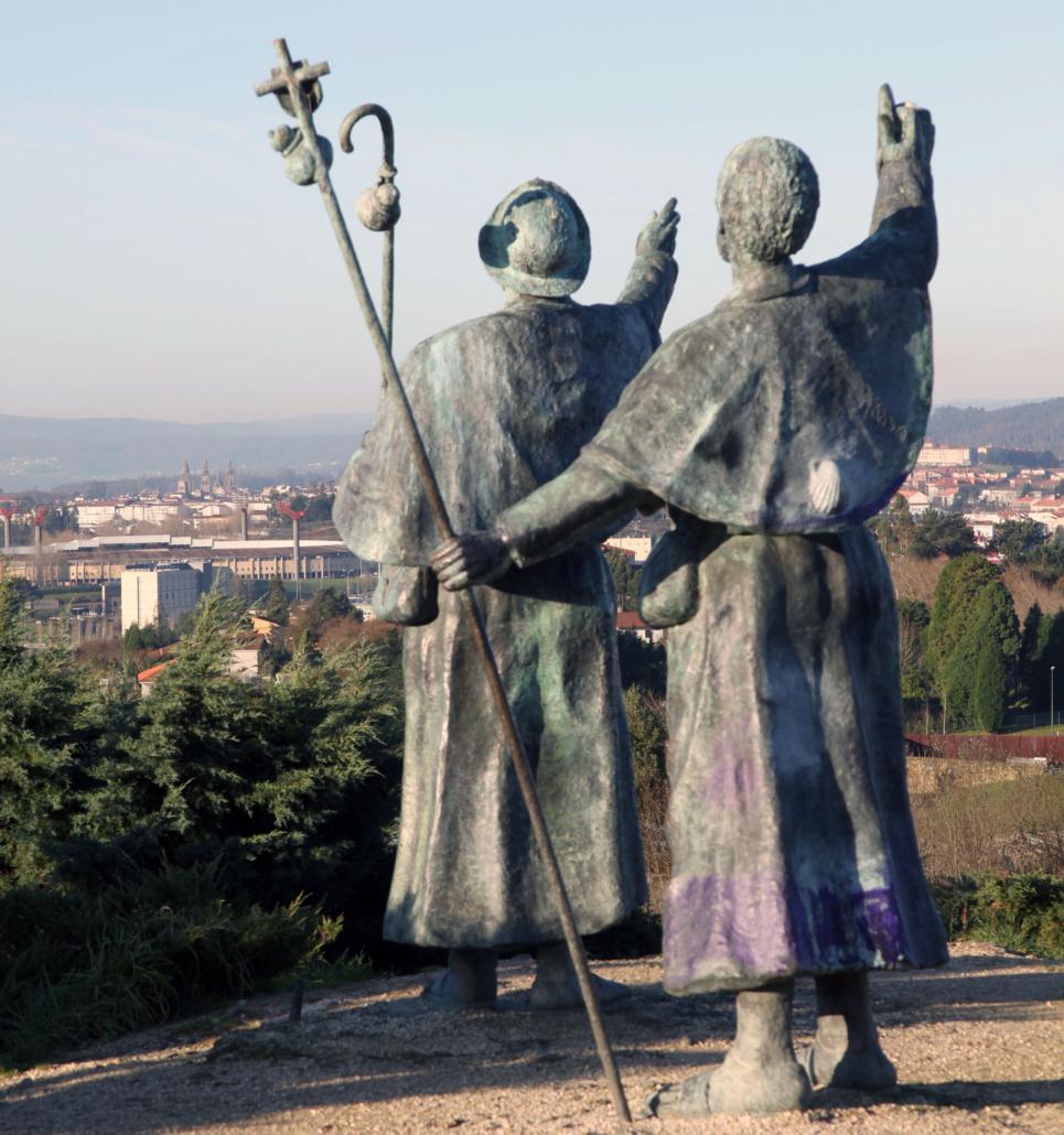 Estatua de los peregrinos- al fondo la Catedral