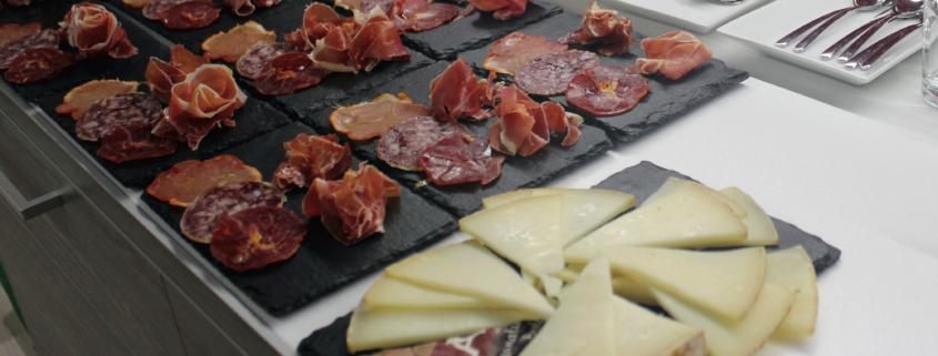 Qué comer en el Camino de Santiago - tablas de embutido y queso